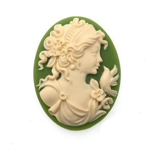 306x306-cc18614-cammeo-resina-donna-con-fiore-ivory-and-green-ovale-40x30mm